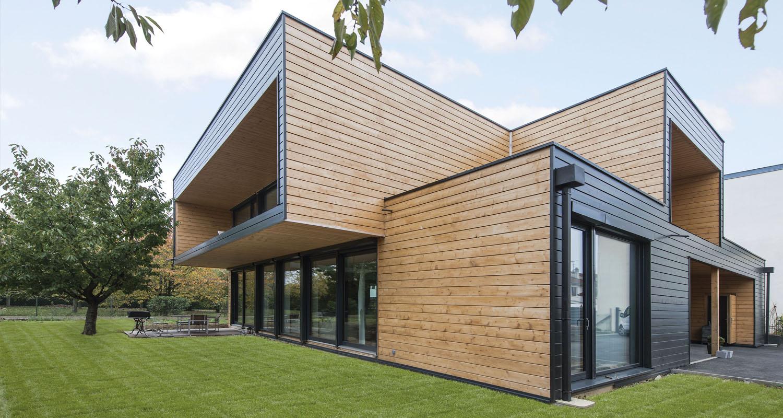 Blockhaus und Holzhausbau in moderner Architektur